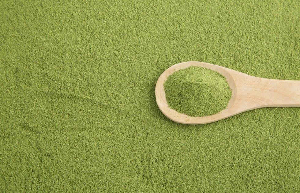 Zelena moringa u prahu.