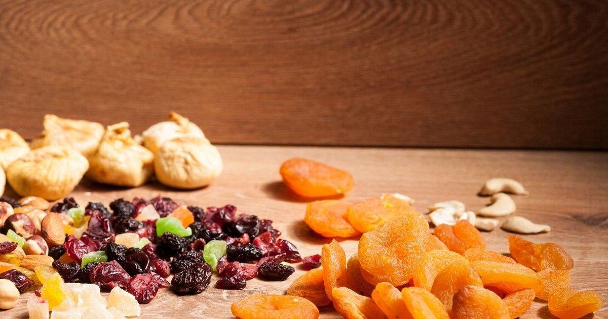 Suho voće na stolu